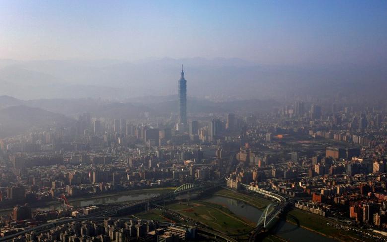The Taipei 101 building is seen amidst the Taipei city skyline February 9, 2009.  REUTERS/Nicky Loh/File Photo