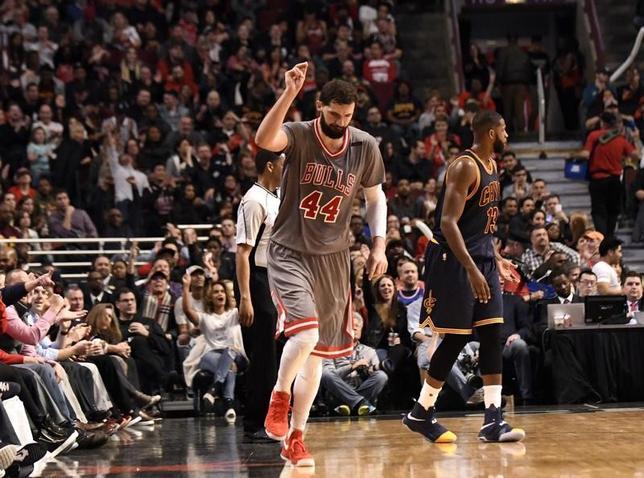 3月30日、米プロバスケットボール協会(NBA)は各地で試合を行い、ブルズはニコラ・ミロティッチ(写真)が28得点10リバウンドの活躍を見せるなどして99─93でキャバリアーズを下した(2017年 ロイター/David Banks-USA TODAY Sports)