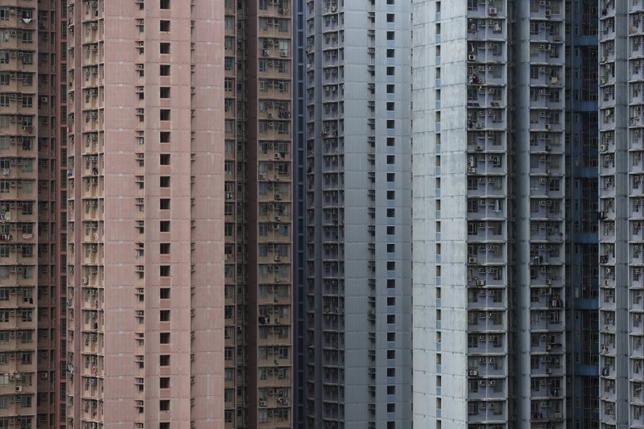 3月31日、香港特別行政区政府の建物格付評価署が発表したデータによると、2月の民間住宅価格指数は11カ月連続で上昇し、過去最高を更新した。写真は香港で2015年12月撮影(2017年 ロイター/Tyrone Siu)