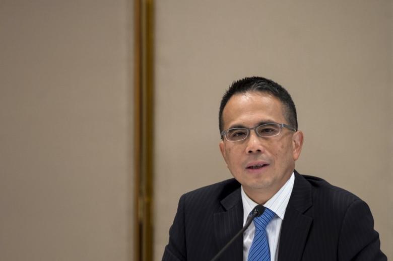 Cheung Kong Infrastructure Chairman Victor Li, elder son of tycoon Li Ka-shing, speaks during a news conference in Hong Kong, China September 8, 2015. REUTERS/Tyrone Siu