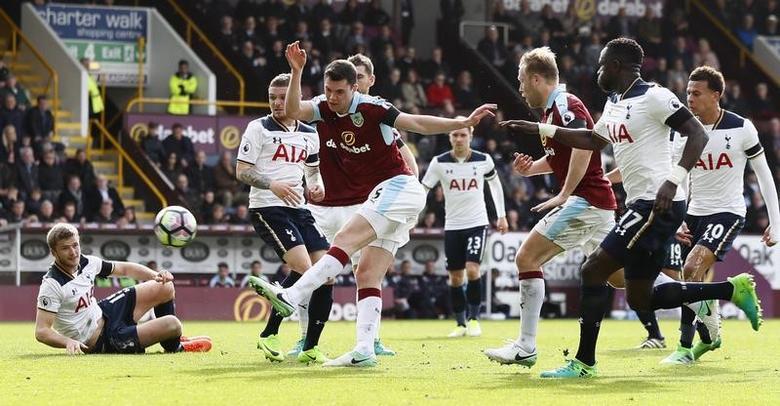 Britain Soccer Football - Burnley v Tottenham Hotspur - Premier League - Turf Moor - 1/4/17 Burnley's Michael Keane misses a chance to score Action Images via Reuters / Jason Cairnduff Livepic