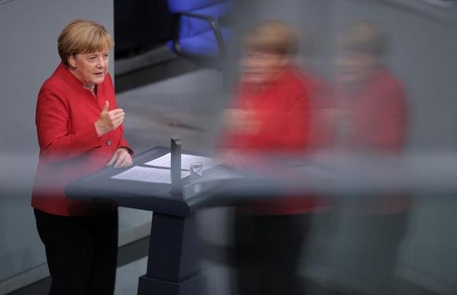 4月3日、ドイツのメルケル首相(写真)は、欧州連合(EU)は英国の離脱決定による影響を抑制すべきだと述べ、ある程度のダメージは避けられないことを認めた。2016年9月撮影(2017年 ロイター/Stefanie Loos)