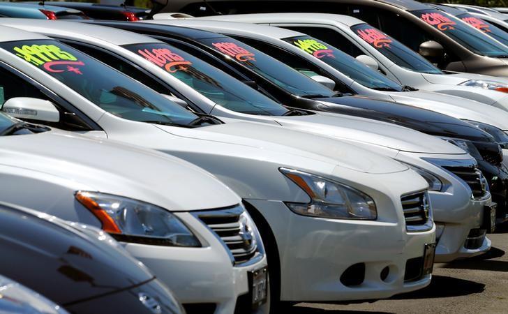 2016年5月2日,美国加州,一家汽车经销商处的待售车辆。REUTERS/Mike Blake