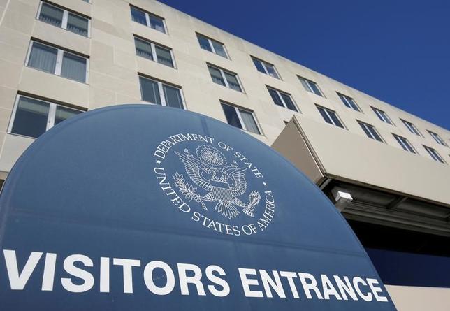 4月3日、米国務省は、世界150カ国以上で家族計画や母子の健康問題などに取り組む国連人口基金(UNFPA)への資金拠出を停止すると明らかにした。写真は国務省のビル。ワシントンで1月撮影(2017年 ロイター/Joshua Roberts)