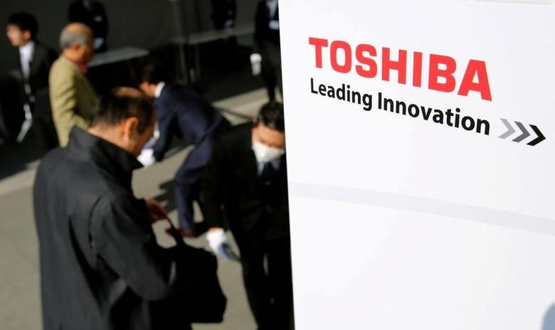 The logo of Toshiba is seen as shareholders arrive at Toshiba's extraordinary shareholders meeting in Chiba, Japan  March 30, 2017.   REUTERS/Toru Hanai