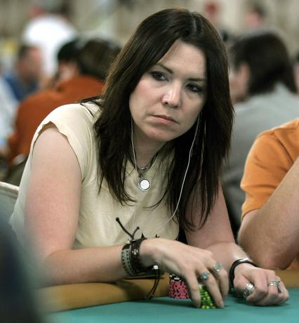 Annie Duke competes in a $10,000 buy-in, no limit Texas Hold 'Em event at the World Series of Poker in 2005.  REUTERS/File