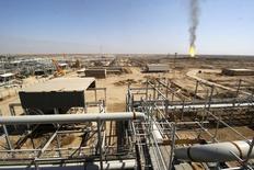 النفط يقترب من أعلى سعر في شهر توقعا لانخفاض المخزون الأمريكي