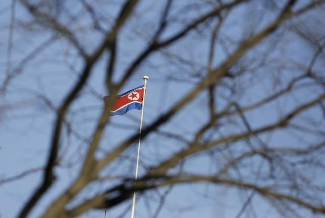 4月5日、韓国軍は北朝鮮が東岸の新浦から東方向に向けて飛翔体を発射したと明らかにした。北京で昨年2月撮影(2017年 ロイター/Jason Lee)