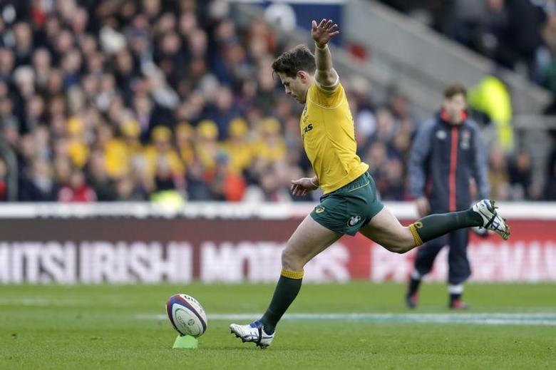 Britain Rugby Union - England v Australia - 2016 Old Mutual Wealth Series - Twickenham Stadium, London, England - 3/12/16 Australia's Bernard Foley misses penalty kick Action Images via Reuters / Henry Browne Livepic