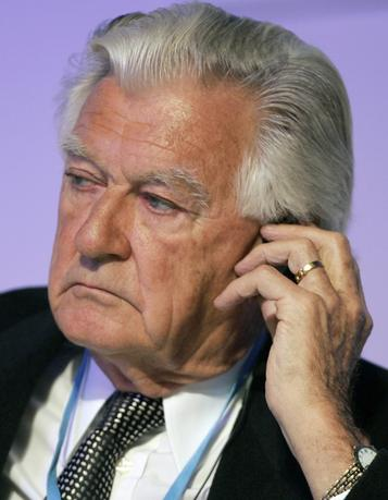 Former Australian Prime Minister Bob Hawke listens to a speaker during a session at the World Leaders Forum for commemorating the 60th anniversary of South Korea at a hotel in Seoul October 30, 2008.  REUTERS/Jo Yong-Hak