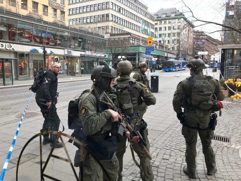 Sweden's police officers guard in the central Stockholm, Sweden, April 7, 2017. REUTERS/Daniel Dikson