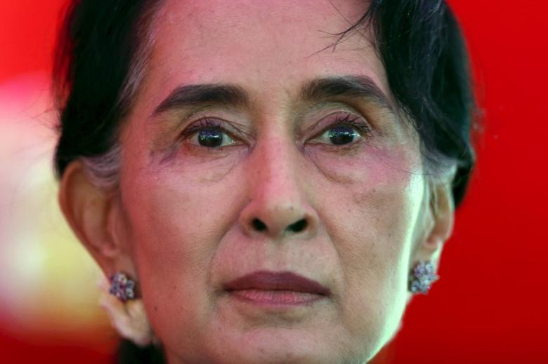 FILE PHOTO: Aung San Suu Kyi speaks during a news conference in Yangon November 5, 2015. REUTERS/Jorge Silva/File Photo