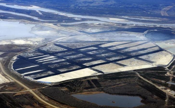 资料图片:2011年11月,加拿大阿尔伯塔省Fort McMurray北部的Suncor油砂矿项目。REUTERS/Todd Korol