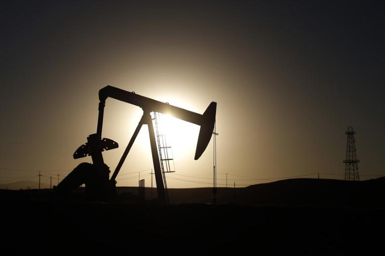 FILE PHOTO: A pump jack is seen at sunrise near Bakersfield, California October 14, 2014.  REUTERS/Lucy Nicholson
