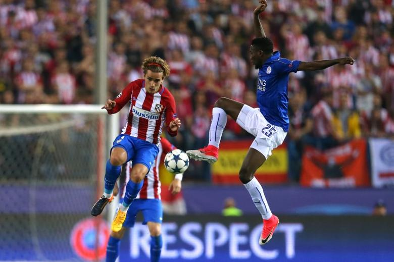 Football Soccer - Atletico Madrid v Leicester City - UEFA Champions League Quarter Final First Leg - Vicente Calderon Stadium, Madrid, Spain - 12/4/17 Atletico Madrid's Antoine Griezmann in action with Leicester City's Wilfred Ndidi Reuters / Javier Barbancho Livepic