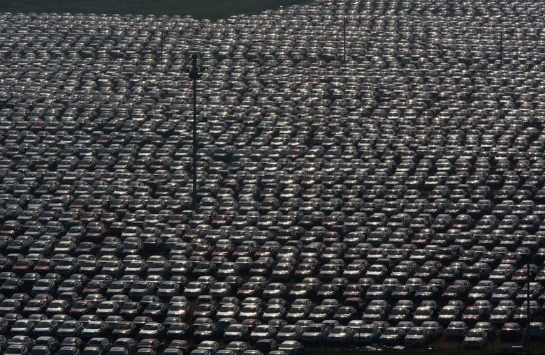 New vehicles park at a Chinese automobile factory in Shenyang, Liaoning province, June 24, 2014. REUTERS/Stringer