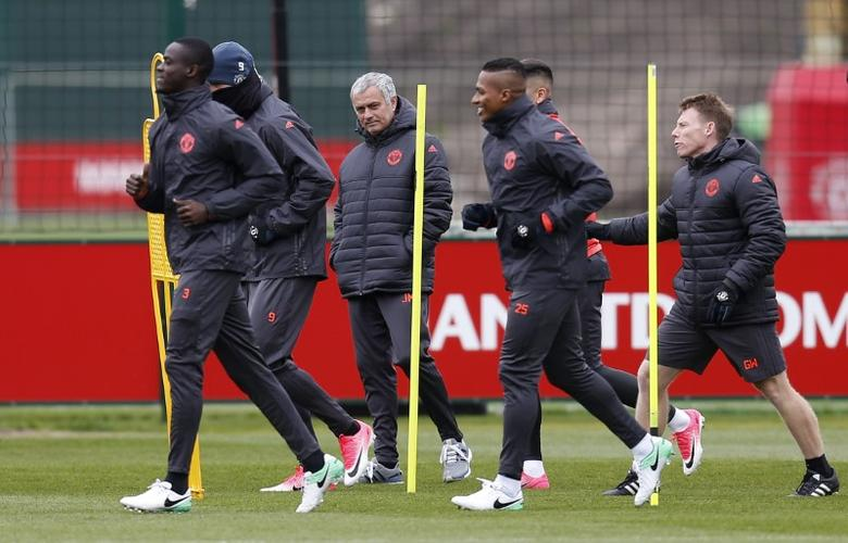 Britain Football Soccer - Manchester United Training - Manchester United Training Ground - 12/4/17 Manchester United manager Jose Mourinho with the players during training Action Images via Reuters / Ed Sykes Livepic