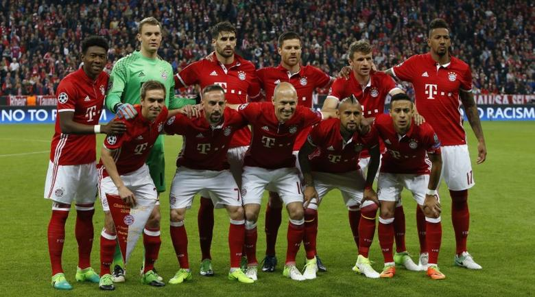 Football Soccer - Bayern Munich v Real Madrid - UEFA Champions League Quarter Final First Leg - Allianz Arena, Munich, Germany - 12/4/17 Bayern Munich team group before the match Reuters / Michaela Rehle Livepic