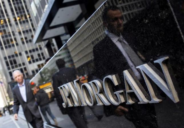 4月13日、JPモルガン・チェースが発表した第1・四半期決算は約17%の増益となった。ニューヨークで2013年10月撮影(2017年 ロイター/Eric Thayer/File Photo)