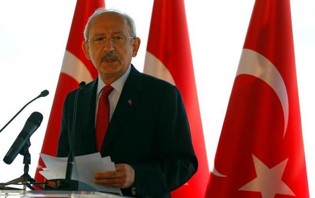 4月14日、トルコ国営アナトリア通信は、イスタンブールの警察当局が、過激派組織「イスラム国(IS)」の活動に関与していたとされる5人を拘束したと報じた。写真はトルコのエルドアン大統領、14日イスタンブールで撮影(2017年 ロイター/Murad Sezer)