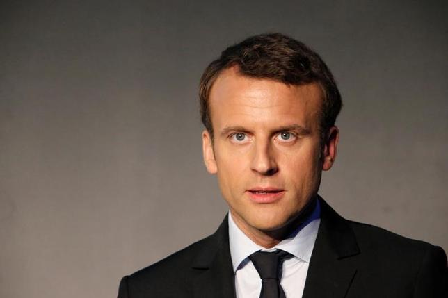 4月14日、イプソス/ソプラ・ステリアが公表した仏大統領選の最新世論調査によると、4月23日の第1回投票での支持率は、極右政党・国民戦線のルペン党首と中道系独立候補のマクロン前経済相(写真)が共に22%で並んだ。13日パリで撮影(2017年 ロイター/Charles Platiau)