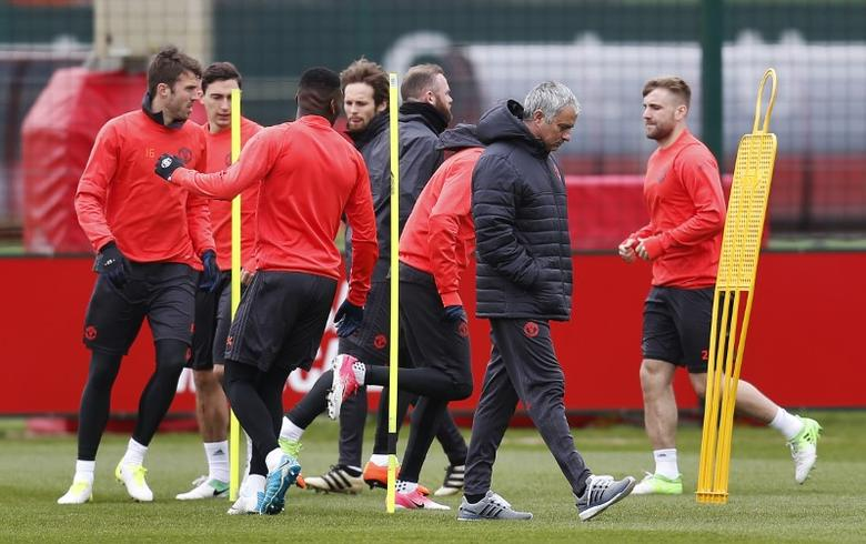 Britain Football Soccer - Manchester United Training - Manchester United Training Ground - 12/4/17 Manchester United's manager Jose Mourinho with Luke Shaw and teammates during training Action Images via Reuters / Ed Sykes Livepic
