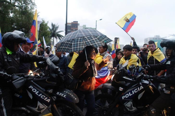 Supporters of Ecuador's opposition candidate Guillermo Lasso (not pictured) are stopped by police after Lasso presented a formal objection to the final results of the April 2 ballot and asking for a manual recount of votes, in Quito, Ecuador April 12, 2017.  REUTERS/Daniel Tapia