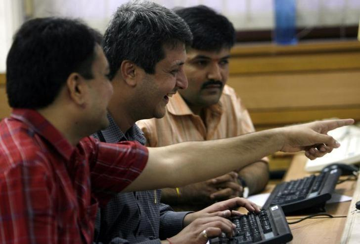 Brokers react while trading at a stock brokerage firm in Mumbai September 2, 2008. REUTERS/Arko Datta/Files