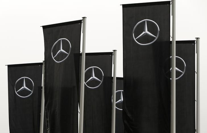 Mercedes flags flutter over a dealership before the annual news conference of Daimler AG in Stuttgart, Germany, February 2, 2017.   REUTERS/Michaela Rehle