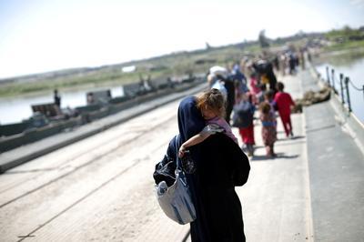 Bridge offers escape out of Mosul