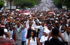 Demonstrators show the Oromo protest gesture sign during Irreecha, the thanks giving festival of the Oromo people in Bishoftu town of Oromia region, Ethiopia, October 2, 2016. REUTERS/Tiksa Negeri