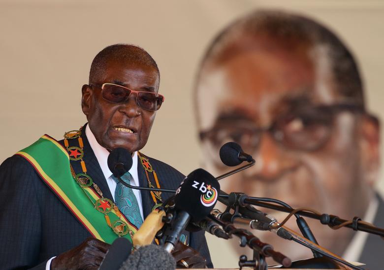 FILE PHOTO: Zimbabwean President Robert Mugabe addresses a rally in Harare, Zimbabwe, April 18, 2017.  REUTERS/Philimon Bulawayo