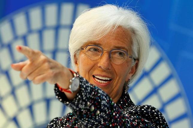 4月19日、国際通貨基金(IMF)のラガルド専務理事(写真)は、IMFは加盟する全189カ国の要求に応えるために進化を続けていくとした上で、どの加盟国も自由で公正な貿易に賛同しているとの考えを示した。ワシントンで撮影(2017年 ロイター/Yuri Gripas)