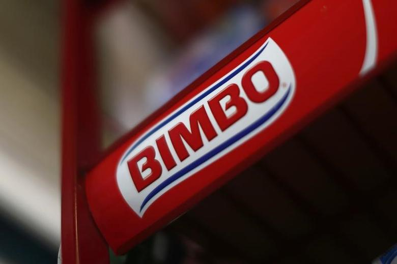 Advertising of Mexican bread maker Grupo Bimbo is seen in a store in Mexico City, September 24, 2014.  REUTERS/Edgard Garrido