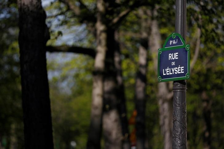 A road sign marks the start of the Elysee street near the Elysee Palace, the French President's official residence, in Paris, France, March 28, 2017. Picture taken March 28, 2017. REUTERS/Vincent Kessler
