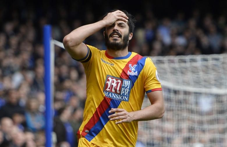 Britain Soccer Football - Chelsea v Crystal Palace - Premier League - Stamford Bridge - 1/4/17 Crystal Palace's James Tomkins looks dejected   Reuters / Hannah McKay Livepic/Files
