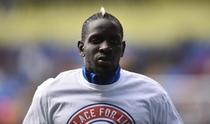 Britain Soccer Football - Crystal Palace v Leicester City - Premier League - Selhurst Park - 15/4/17 Crystal Palace's Mamadou Sakho warms up before the match  Reuters / Hannah McKay