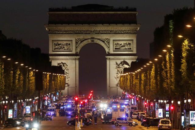 Police secure the Champs Elysees Avenue after one policeman was killed and another wounded in a shooting incident in Paris, France, April 20, 2017. REUTERS/Christian Hartmann