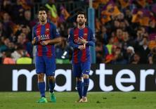 Luis Suárez e Lionel Messi após eliminação do Barcelona para a Juventus 19/4/17      Reuters / Albert Gea
