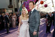 """Ator Chris Pratt e esposa Anna Faris posam na estréia mundial de """"Guardians of the Galaxy Vol. 2"""", em Hollywood, na Califórnia,. 19/04/ 2017 REUTERS/Danny Moloshok"""