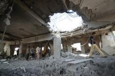 موقع قصفه التحالف العربي في الحديدة باليمن يوم 30 أكتوبر تشرين الأول 2016. تصوير: عبدالجبار زياد - رويترز