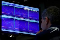 Un trader a lavoro. REUTERS/Brendan McDermid