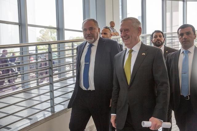 Israel's Minister of Defense Avigdor Lieberman (L) and U.S. Defense Secretary James Mattis walk after they held a joint news conference at the Ministry of Defense in Tel Aviv, Israel, April 21, 2017 REUTERS/Heidi Levine/ Pool