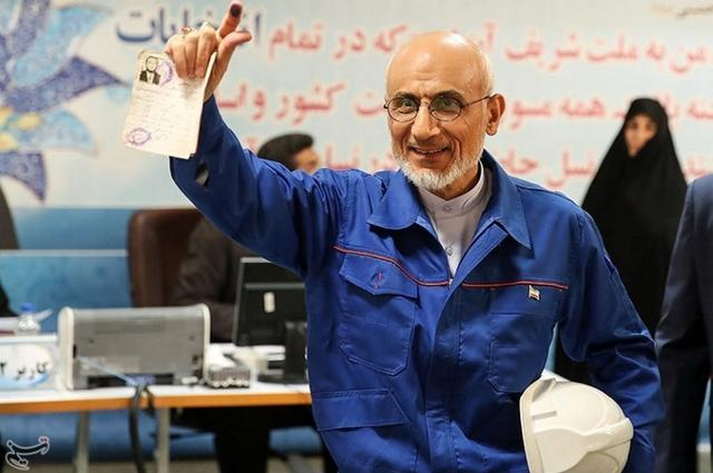 Mostafa Mirsalim, Iranian former minister of culture, holds his document as he registers his candidacy for presidential elections at the Interior Ministry in central Tehran, Iran, April 11, 2017. Tasnim News Agency/Handout via REUTERS
