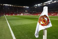 """Вид на поле стадиона """"Олд Траффорд"""" в Манчестере 30 ноября 2016 года. Английский """"Манчестер Юнайтед"""" сыграет с испанской """"Сельтой"""" в полуфинале Лиги Европы, свидетельствуют результаты жеребьевки, прошедшей в Швейцарии. Action Images via Reuters / Jason Cairnduff Livepic"""