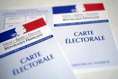 L'attaque terroriste survenue jeudi à Paris ne devrait pas influer significativement sur le premier tour de l'élection présidentielle, estiment des analystes, qui relativisent l'hypothèse d'un vote réactionnel mais concèdent une potentielle prime à la marge pour Marine Le Pen et François Fillon. /Photo prise le 19 avril 2017/REUTERS/Benoît Tessier