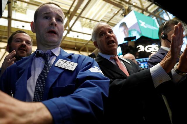 Traders work on the floor of the New York Stock Exchange (NYSE) in New York, U.S., April 20, 2017. REUTERS/Brendan McDermid