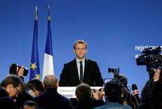 Emmanuel Macron accroît très légèrement son avance dans les intentions de vote pour le premier tour de la présidentielle, avec 24,5% (+0,5), devant Marine Le Pen (22,5%, stable), selon le sondage quotidien Ifop-Fiducial pour Paris Match, CNEWS et Sud Radio publié vendredi, à deux jours du scrutin. /Photo d'archives/REUTERS/Jacky Naegelen