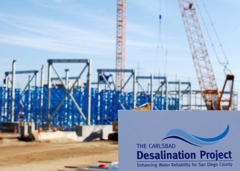 FILE PHOTO: Construction continues on the Western Hemisphere's largest seawater desalination plant in Carlsbad, California January 8, 2014. REUTERS/Mike Blake/File Photo