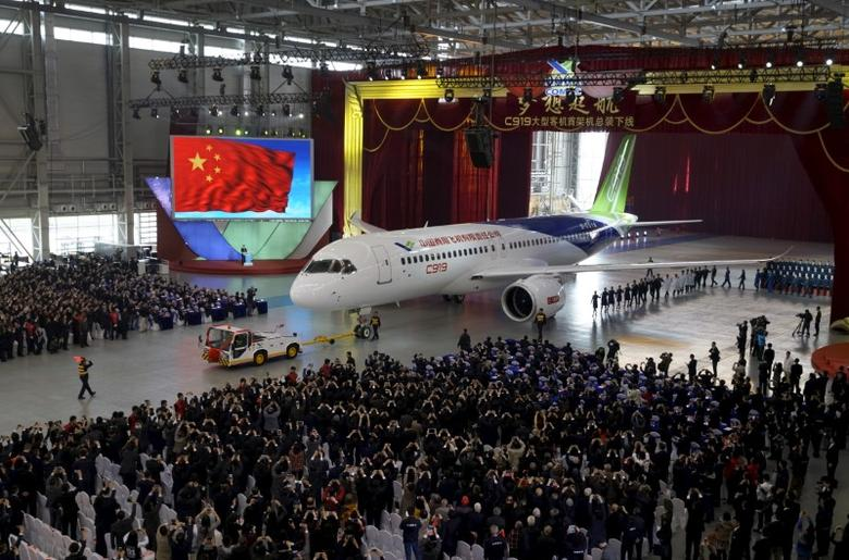 FILE PHOTO: The first C919 passenger jet made by the Commercial Aircraft Corp of China (Comac) is pulled out during a news conference at the company's factory in Shanghai, November 2, 2015.  REUTERS/Stringer